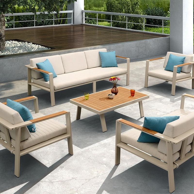 Salotto da esterno nofi by higold in alluminio e teak for Salotto per terrazzo