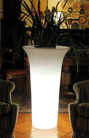 Vaso luminoso da giardino in resina FLOS