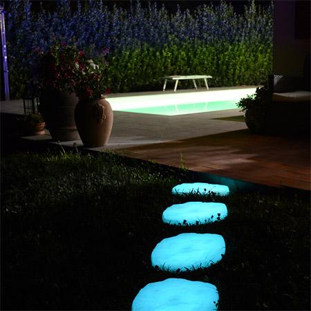 Pietre per vialetti da giardino fluorescenti - Pietre camminamento giardino ...