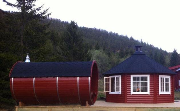 Casetta di legno con barbecue
