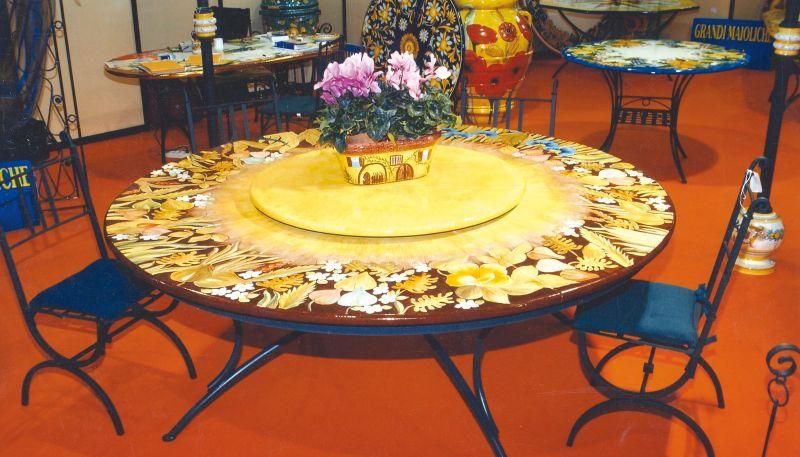Tavolo rotondo in pietra lavica apollo con piatto centrale girevole arredo - Tavolo rotondo con piede centrale ...