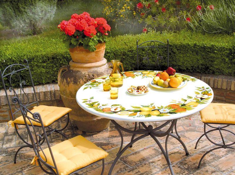 Tavolo rotondo in pietra lavica frutta margherita decorato - Tavolo in pietra giardino ...