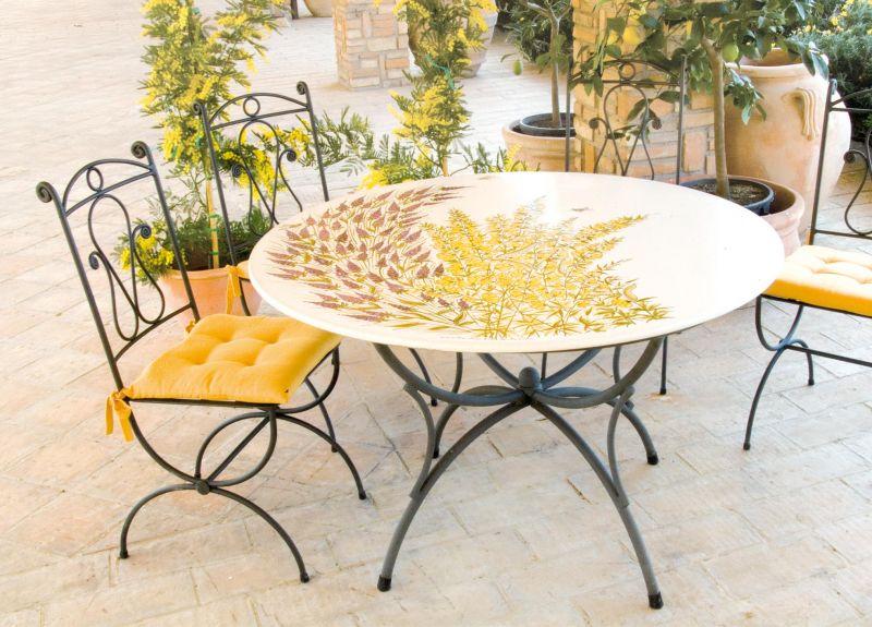 Tavolo rotondo in pietra lavica lavanda ginestra decorato for Tavolo rotondo esterno
